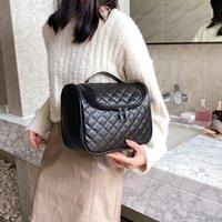 여행 워시 가방 스토리지 간단한 패션 화장품 가방 여성 핸드백 2021 토트 백 대용량 자수 나사 마름모 끈 훅 지갑