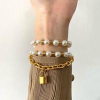 Heiße Neue Ankunft 2021 Modeschmuck 18 Karat vergoldet Perlenschloss Charme und Armband Drei Lap Armreif Für Frauen