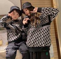 Aile Eşleştirme Kazak Kıyafetleri Kız Erkek Mektubu Örme Uzun Kollu Kazak Kadınlar Rahat Tops Bebek Çocuk Tulumlar Q1997