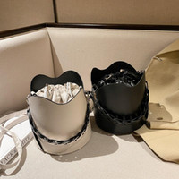 2021 Vintage Sac de godets de cordon de serrage pour femmes Sac à bandoulière élégante élégante à l'épaule de grande capcité