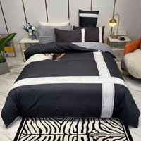 Conjuntos de cama de algodão 4 pcs Designer carta de impressão digital Bedclothes Folha de almofada Adulto Soft Queen Size Cobertura Consolador