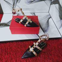 2020 여성 샌들 결혼식 신발 여성 플랫 힐 샌들 누드 패션 발목 스트랩 리벳 신발 섹시한 평면 발 뒤꿈치 신부 신발