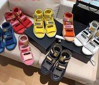 2021 Marka kadın Sandal Tasarımcısı Rahat Ayakkabılar Moda Düz Yüksek Üst Deri Lüks Sneakers Yaz Açık Bayanlar Velcro Toka