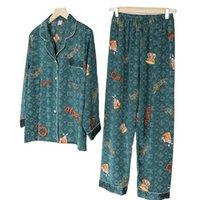 21ss mujeres seda pijamas de moda letras de moda patrón de dibujos animados patrón de póker ropa de dormir conjunto de manga larga pantalones de manga hacia abajo Cuello de apagado Inicio Traje de dos piezas
