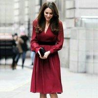 Vestidos casuales Kate Middleton rojo Sexy con cuello en V de manga larga de la manga larga del bolsillo Vestido delgado 2021 primavera verano mujeres de alta calidad