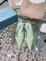 2021 Alta Qualidade Sandálias Femininas Designer Sapatos De Moda Pintura Pintura De Couro Real Viagem Viagem Strap Cobra Bottom Salto Médio 3cm Triângulo Nobre 35-40