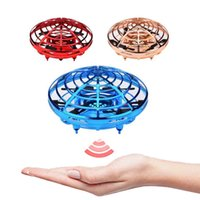 UFO Flying Fidget Spinner Toys Mini LED Infrared Aircraft Intelligent Interaction Family Kids Boys Girls Floating Drop Shipping 04