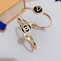 Womens Luxurys Lucky Charm Bangle Armbanden Ontwerpers Mode-sieraden Geschenken Gift Social Gathering Designer Armband 2 Stijl Hight Quality Good Nice