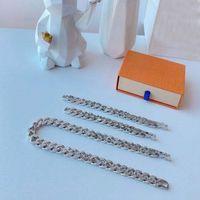 Pulsera de diseño de lujo pulsera de diseñador de joyería de moda de alta calidad de plateado de acero de titanio amantes personalizado Hip Hop Supply