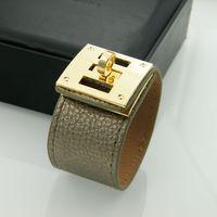 جديد الأزياء والمجوهرات تصميم جلدية من بو الجلود أساور أساور للنساء الرجال العديد من الألوان التيتانيوم الصلب أساور مجوهرات بالجملة