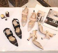 유사한 여성 샌들 신발 독특한 편지 가죽 하이힐 슬라이드 여름 패션 와이드 플랫 미끄러운 두꺼운 샌들 슬리퍼 플립 플롭 결혼식 구두 상자