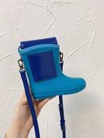 2021 Novo, romance e lindos sacos de boot de chuva, tendência de moda, cor única, forma única, temperamento masculino e feminino, um ombro oblíquo
