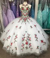 White Floral Quinceanera Dresses 2022 with Embroidery Applique Straps Corset Back Halter Floor Length Sleeveless Prom Sweet 16 Evening Ball Gown vestidos