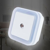 Controle de Sensor de Automóveis LED Night Light Plug em poupança de energia de poupança de energia bebê Bebê Sleepide Beedside Lighting Built-in Wall Lamp EUA / UE / Reino Unido