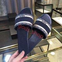 Dior slippers 2021 Pantelettes de pantoufles Sandales Sandales Haute Qualité Diapositives Progettista Chaussures Luxurys Design Huaraches Flip Femmes Mocassins par chaussure