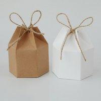 25 / 50pcs Paquete de papel Kraft Cartulina Linterna Hexagon Candy Caja Favor y Regalo Boda Navidad Suministros de fiesta de San Valentín