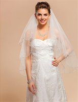 Fashion White Ivory Champagne Bridal Veils Red Yellow Pink Wedding Veil Fingertip Length Tulle One Layer Beaded Edge Alloy Comb