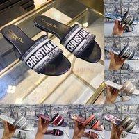 2021 New Paris Sandalias para mujer Zapatillas Diseñadores de bordado Sandalia Brocado floral Chanclas Diapositivas Playa Flores Sandalia de lujo con caja