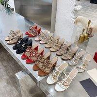 2021 Femmes High Talons Sandals Pantoufles de rivet de luxe Pompes en cuir Véritable Stuel Heel Nu Bretelles Chaussures Chaussures Robe de mariée à lacets Pal Sandal 9.5cm