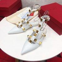 Os desenhistas de couro de alta qualidade de couro chinelos explosivos elementos de rebite de luxo vistoso com uma altura de 1cm 35-42 tamanhos