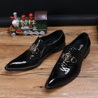 Hot Selling Luxury Mens Black Dress Shoes Fashion Pointed Toe Snake Pattern Patent Leather Slip On Boat Shoes Skull Charm 38 -46