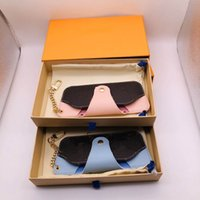 Hoge kwaliteit lederen brief legering bril case carabiner sleutelhangers voor minnaar zonnebril case mode accessoires levering