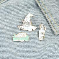 Europa Heks Hat Boek Cowboy Kraag Pins Legering Emaille Magic World Hand Broche Dames Rugzak Cap Paint Badge Sieraden Accessoires Groothandel