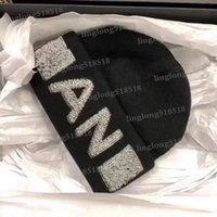 2021 Мода Высокое качество Beanie Унисекс Вязаная Шляпа Классические Спортивные Крышки Череп Дамы Повседневная Наружная Теплая для Мужской