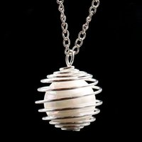 Collane pendente XSM Cage Cage lungo maglione a spirale Spring Hollow Ball Medaglione Oyster Simulato-Pearl Jewelry Making