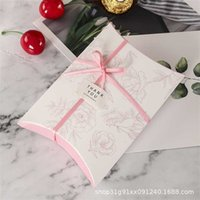 50pcs lot Colorful Pillow Box Ribbon Bow Present Flower Pouch Kraft Paper box Wedding Favors Gift Christmas Party Supply 211014