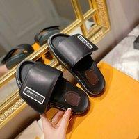 Sandalias planas Zapatillas de abajo para hombres y mujeres Diseñador de lujo PU PIE SOFE SOFTSIO A prueba de agua Playa al aire libre Adecuado Negro Casual