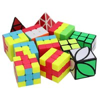 Qiyi Обучение головоломки серии 3x3 Cubo Magico Unicorn Pudding Pudding Pudding Ivy LVY Ухабистая маленькая красная шляпа Волшебный кубик Установите скорость 3x3x3 игрушки