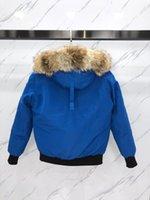 Sky Blue Show Coyote Fourrure garniture Hommes Chilliwack Bombardier Down Parkas avec Sweat à capuche à capuche à capuche à capuche 80% Remplissage Remplissage Remplir la manche Ykk Zipper Badge d'ours Polar