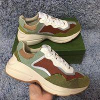Rhyton Casual Shoe Hommes Femmes Design Sneakers 620185 99WF0 4371 Vintage Chaussures Mode Designers Chaussures Baskets de garniture réfléchissante pour femmes