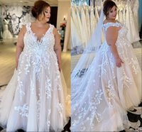 Plus Size Lace Floral Wedding Dresses 2022 Pricess V-neck Sweep Train Big Lady Garden Bridal Reception Gown Outdoor Marriage