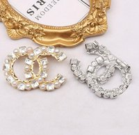 Lots High Quality Brand Designer Shiny Simple Men Women Brooches Small Sweet Wind Gold Silver Pearl Letter Suit Dress Pins for Party Nice Gift Specifications