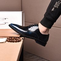 2022 New designer Luxury Genuine Leather Brogue Mens Flats Shoes Casual British Style Men Oxfords Fashion Brand Dress Shoes For Men Business