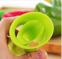 Peperone Corer Chili Seminato dispositivo di rimozione del dispositivo peperoncino Cutter Corer affettatrice frutta peeler utensile da cucina 2pcs 1 lotto colori casuali GGA4329