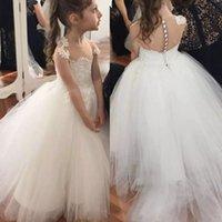 Encantador Boho Flor Girl Vestidos para bodas Sheer Jewel Cuello Mangas Capped Mangas Girl Bola Vestido Piso Longitud Flowergirl Dress Pedido a medida