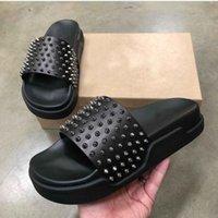 [Kutu ile] 2021 Yaz Kırmızı Dipleri Erkek Terlik Moda Tasarımcısı Slaytlar Spike Platformu Çevirme Sandalet Siyah Beyaz Sarı Boyutu 39-44