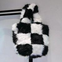 Sonbahar / Kış Trendy Niş Tasarım Kadın Çanta Checkerboard Messenger Çanta Moda Peluş Çanta