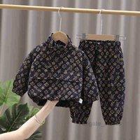 Bebekler Bebek Çocuk Erkek İki Parçalı Kıyafetler Moda Rahat Eşofman Kazak Ceket Ceket Tops + Büyük Yan Cep Pantolon Spor Yürüyor Giyim Seti 95% Pamuk G12901