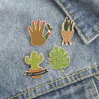 Historieta Europea Potted Brooches Brooches Aleación de esmalte Cactus Aloe Hoja Pines For Unisex Children Ropa Cowboy Insignia Accesorios al Por Mayor