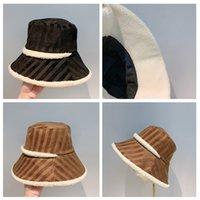 Moda Yeni Klasik Tasarımcı Çizgili Balıkçı Şapka Kuzu Saç Astar Siyah ve Kahve Erkekler Kadınlar Için Beanie Unisex Spor Şapka Bayanlar Casuals Açık Yüksek Kaliteli