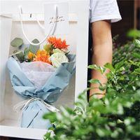 Tragbare Blumentasche mit klarem Fenster Blume Geschenkverpackung Papier Tasche Florist liefert 25,5 * 15,5 * 35 cm QW8835 347 R2
