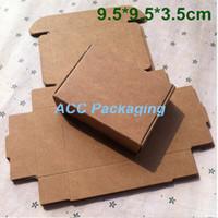 Toptan 100 Adet / grup 9.5 * 9.5 * 3.5 cm Kraft Kağıt Ambalaj Kutusu Hediye Kutusu Sabun Düğün Şeker Takı Kek Kurabiye Çikolata Pişirme Ambalaj Kutusu