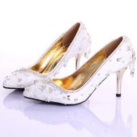 Dentelle blanche strass chaussures de mariée bout pointu talon aiguille chaussures de demoiselle d'honneur à la main rouge 7cm talon milieu chaussures de performance