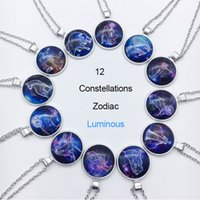 Zodiac Luminous Pendant Necklaces 12 Constellation Sign Vetro Cabochon Blue Light nel Dark Charm Collana regalo all'ingrosso di gioielli