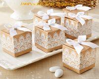 Boîte de cadeau de mariage créatif de 2016 de la boîte de faveur Kraft rustique et de la dentelle pour la décoration de mariage et de la boîte de bonbons de la décoration de la fête et boîte de fête de la fête 100pcs / lot