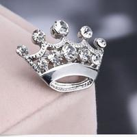 Venda quente Tom de Prata Claro Cristal Pequena Coroa Pin Broche B015 Muito Bonito Liga Mulheres Collar Pinos de Casamento Nupcial Jóias Acessórios Presente